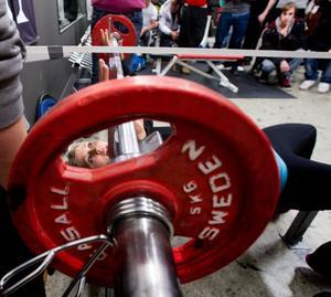 Elin Nyman tog i och visade att styrketräning är något för tjejer också.