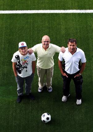 Tre generationer Forsberg i GIF Sundsvall. Emil, farfar Lennart och pappa Leif. Förutom namnet har de två saker gemensamt: Alla är anfallare och de har samtliga debuterat i GIF Sundsvall som 17-åringar.