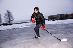 Kyle Cumiskey älskar att åka skridskor. Nu ska han åka skridskor i Modo Hockey igen.