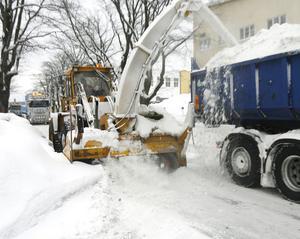 Snöslungan går gata upp och gata ner.
