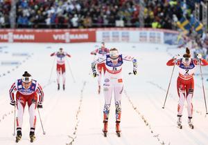 Norges Marit Björgen vann,  Stina Nilsson kom tvåa och Norges Maiken Caspersen Falla slutade trea i damernas final i sprint på skid-VM i Falun 2015.