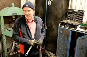 Mack i 47 år. Göran Persson har drivit macken sedan 2002. Då han tog över verksamheten efter sin far Nils Persson som haft macken sedan 1967.