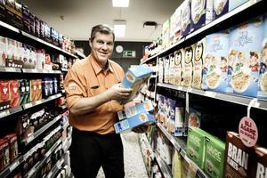 Göran Söderberg trivs med att driva butik i Enånger, dit han flyttat från Nordmaling.