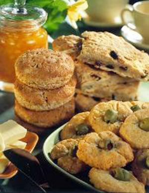 Snabbt och enkelt bakas scones till frukostbrickan. Grahamsmjölet ger lite extra fibrer.