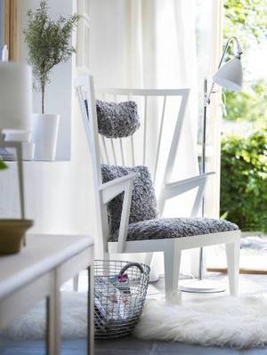 Länsstol med klädsel av fårskinn från svenska Norrgavel, vars möbler är Svanenmärkta. I det här utförandet kostar stolen cirka 17 800 kronor.