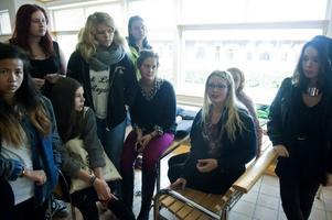 Natur- och esteteleverna på Haraldsbogymnasiet samlades inför informationsmötet för att diskutera åsikter och krav sinsemellan.