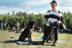 Luzernerstövaren Cintra. med husse Dan Gabrielsson från Ljusdal