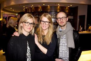 Elin Rosén, Victoria Andersson och Tony Lorenzi. Konstnären Tony Lorenzi var inbjuden och tog med sig Elin och Victoria i sitt sällskap.Under galan vann han Style Magazines pris