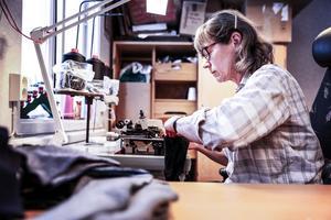 Tidigare arbetade Anna Eriksson inom barnomsorgen. I mars förra året sade hon upp sig och blev strumptillverkare på heltid.