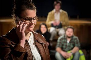 Cecilia Wernesten spelar hemvändande Jenny i Folkteaterns pjäs Jag kommer härifrån som turnerar i länet under våren.