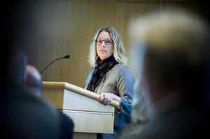 Monika Bastin från Arbrå ställde frågor om Nytorp och Arbrås framtid på allmänhetens frågestund.