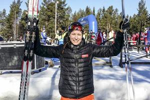 En glad Emma Thalin efter onsdagens bronsmedalj i junior-SM
