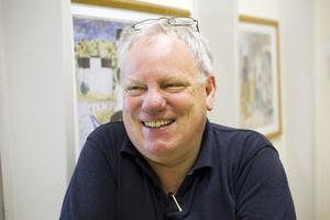 Arne Övrelid, före detta rektor på Vasa, håller koll på kassavalvet idag. Han har en av de två nycklarna och kollar regelbundet så att allt finns på plats.