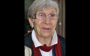 Stina Eriksson 77, Rättvik:-- Nej. Jag kör bil varje dag. Jag har kört i snart femtio år. Men jag skulle inte klara ett prov med  frågor om axeltryck och släp.