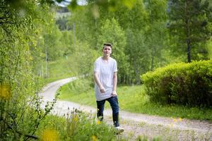 Liam Pinelake bor nu i Stöde med flickvännen Hanna och hennes familj.