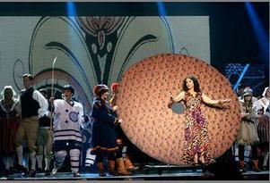 Så här såg det ut när Petra Mede gjorde entré i samband med Melodifestivalens deltävling i Leksand i feburari 2009. Foto: Jonas Stentäpp