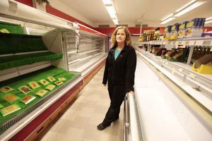 Affären i Föllinge har bommat igen, och butiken är tömd på färskvaror. – Det gick på en vecka, så var affären stängd, säger en besviken Lena Sundin, en av fyra anställda.