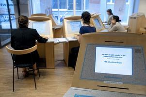 Antalet inskrivna på Arbetsförmedlingen i mer än 24 månader är nu 70000 personer, nästan en tredubbling jämfört med 2006, skriver Kurt Kvarnström och Carin Runeson.