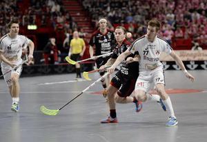 13. Tobias Gustafsson, 23 år (ny), innebandy. Fick ett rejält genombrott i SM-slutspelet i fjol, då han som back gjorde 12 poäng på tio matcher. Backen från Hölö har inlett den här säsongen lika bra och känns nu given i landslaget, där han fick debutera i april.