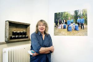 Margareta Klingberg är en av 21 konstnärer i Örnsköldsviks kollektiva konstnärsverkstad som ställer i på Storgatan 8 i Örnsköldsvik.