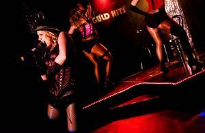 Guld Hits tolkning av Lady Marmalade var ett mycket starkt kort och artisterna visade prov på träffsäker stämsång och dans i kläder som andades burlesk och Moulin Rouge.  Foto: Henrik Evertsson