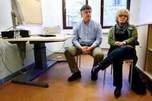 Urban Gylander, ansvarig för jobb- och utvecklingsgarantin på arbetsförmedlingen i Östersund och  Pia Hammarstedt, höll i utbildningsmässan.