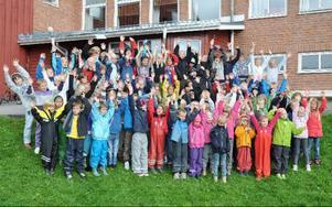 Första skoldagen på Åre skola, som blivit f-3-skola. Ettor, tvåor och treor är med, men inte förskoleklassarna, som börjar först på tisdag.