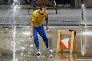 Förbundskapten Håkan Carlsson grinade illa när han försökte hänga med i sina adepters tempo.