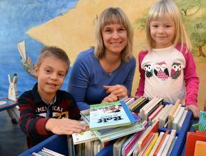 Genrebild. Mora bibliotek ligger bra där det ligger, inte minst för barnen, tycker Inger Bor. Foto: Hans Olander