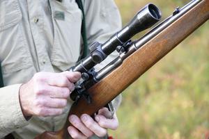 Lars Persson köpte sitt första, egna vapen, 1974 – nu har han en Husqvarnastudsare.