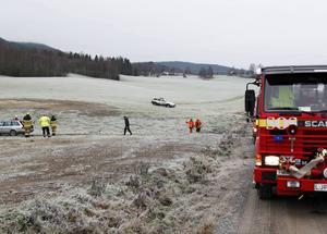 Bilen hamnade långt ut på åkern efter onsdagens avåkning på Lövbergsvägen.