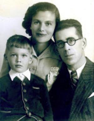Familjen Klausner: mamma Fania, Amos och pappa Arieh.