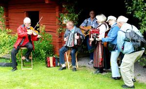 En glad samling spelmän som bjöd på en show. Foto: Lina Svalbro