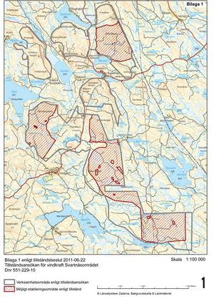 Inom de rödstreckade områdena i Bergvik Skogs Svartnäsprojekt tillåter länsstyrelsen bygget av 83 vindkraftverk på upp till 180 meters höjd men planerna stoppas i flera områden inom den gråmarkerade linjen.