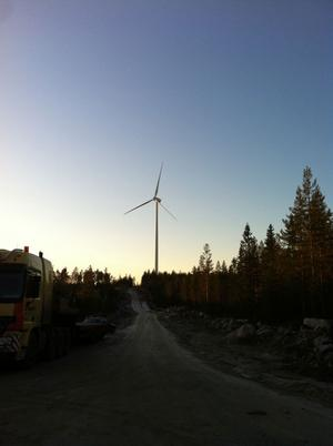 första spadtaget. Så här såg det ut i går när det första spadtaget togs i O2:s nya vindkraftpark på Fallåsberget i Lingbo.