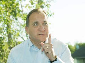 Statsminister Löfven tycks vilja utpressa sig fram till samarbete.