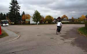Det är svårt för trafikanterna att veta hur man ska köra eller gå över Åsgårdsplan. Foto: Eva Högkvist