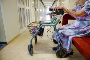 Nu riktar IVO kritik mot kommunens bristande dokumentation efter det misstänkta våldtäktsförsöket på ett äldreboende i Härjedalen. Kvinnan på bilden har inget med artikeln att göra.