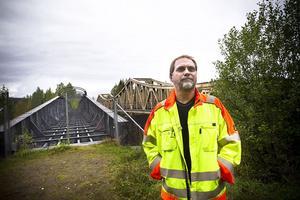Gatuingenjör Clemens Ludvigsson tror att en gång- och cykelväg mellan Ljusdal och Järvsö kan bli en verklighet om några år. Den kommer i så fall att dras över den nedlagda järnvägsbron i Edänge.