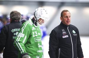 Micke Carlsson bredvid sin målvakt Andreas Bergwall i Svenska cupen.