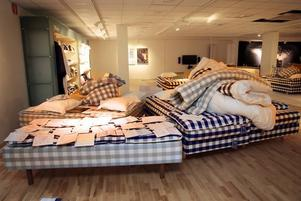 flyttar. Hos Hästens sängbutik i Gävle håller man nu på att packa ihop allt som ska tas med till de nya lokalerna. Butiksägaren Sebastian Rosendahl hoppas kunna slå upp portarna till den nya butiken på Skolgången i Gävle i mitten på februari.