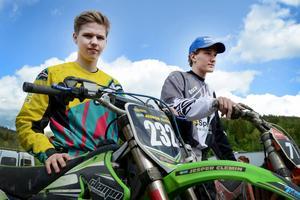 Jesper Clemin och Oscar Grelsson hjälper varandra att höja hastigheten.