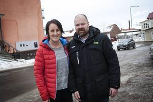 Ewa-Lotta Sköld tillsammans med nu avgångne klubbchefen Magnus Persson.
