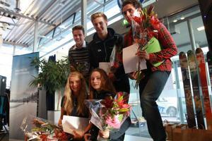Här är juniorerna som hyllades i lördags under Skidmässan i Östersund: Hannes Liljedahl, ÖSK, Edvard Sundman, Åsarna, Rasmus Hörnfeldt, Östersund, Ida Dahl, ÖSK och Sara Hallqvist, Åsarna.