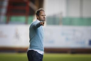 Fotboll, superettan, Assyriska tar emot Varberg