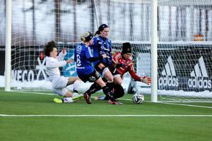 Sukanya Charoenying vaktade tidigare målet för ÖDFF på Jämtkraft Arena. På söndag ställs hon mot Sverige i VM. Arkivbild: Lisa Johansson