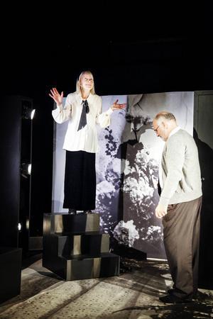 I rollen som Rut spelar Ingrid Wallin.    – Jag tyckte att pjäsen Rut & Ragnar passar två äldre skådespelare och jag har alltid tyckt om den.