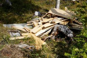 Resterna av ett av de fyra älgjaktstorn öster om Brunflo som sågades ned under natten mot onsdag 27 augusti i år.