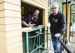 Cruiser Sundsvalls ordförande Ronny Andersson och Rune Öberg i den gamla entrén.