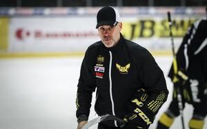 VIK-tränaren Christer Olsson hoppas få se både Markus Persson och Johan Jonsson i spel under kvalserien.